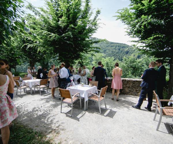 Hochzeit-Herberstein_Empfang im Garten_by fotografie-verena.at